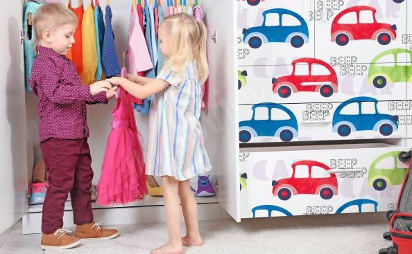 Klistermärke med bil till garderoben
