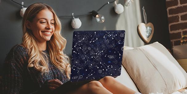 Väggdekor galaxy på datorn